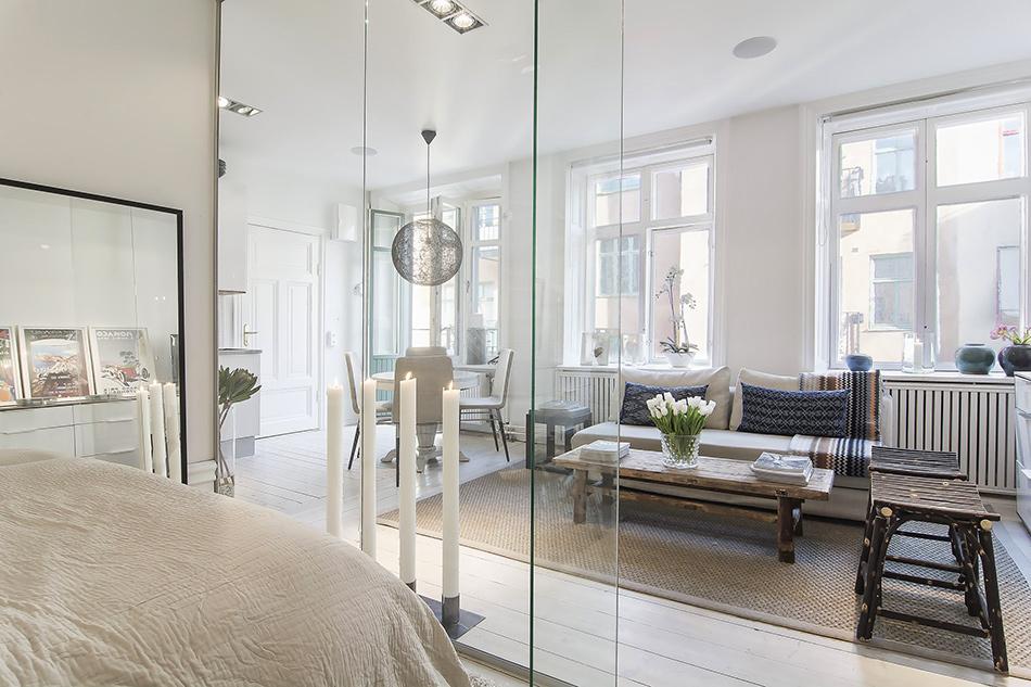 Przeszklony mały apartament w Sztokholmie