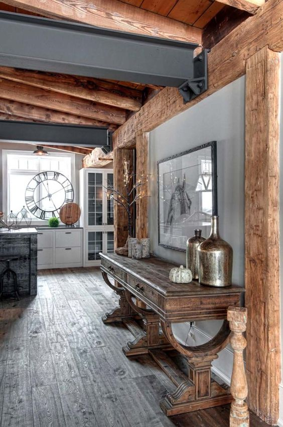 Rustykalne belki stropowe w stylu eklektycznym współczesnych mieszkań