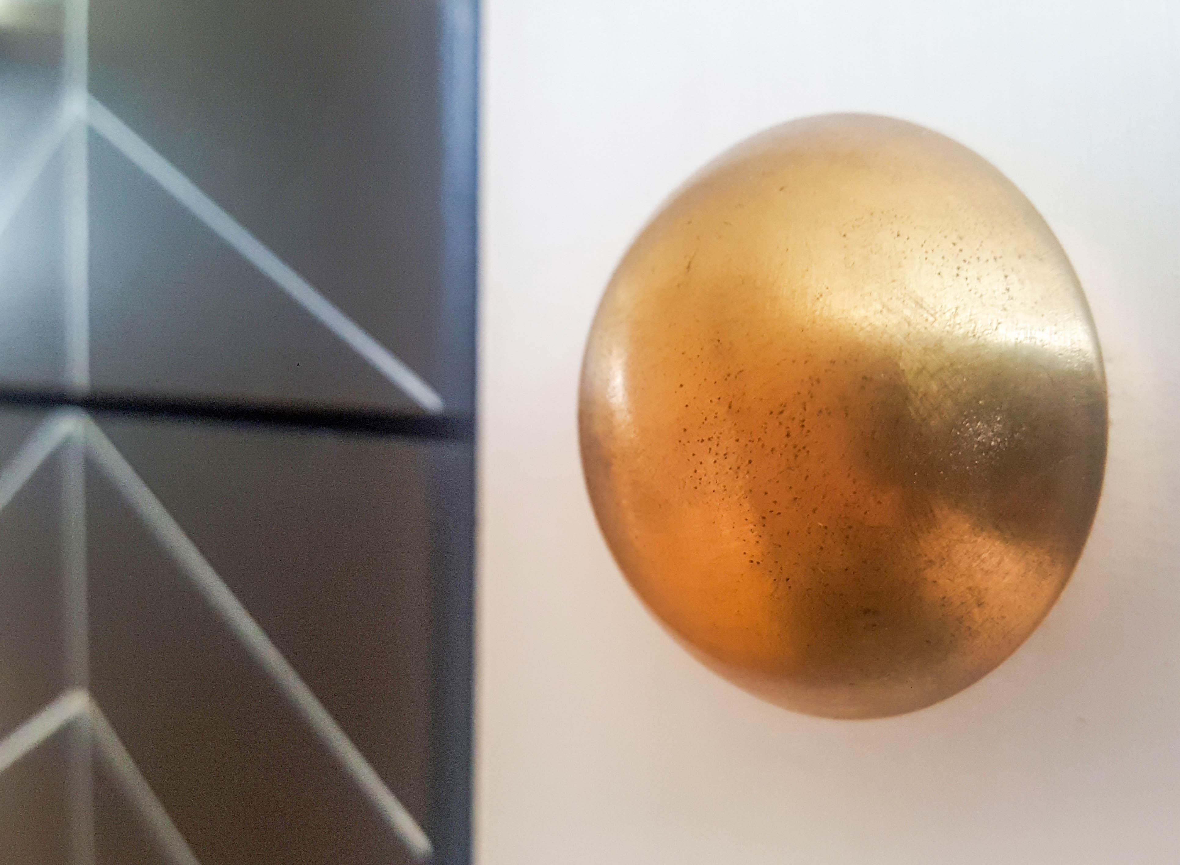 Eleganckie złote uchwyty meblowe