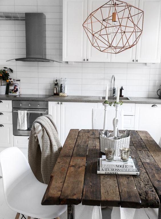 Stół kuchenny ze starego drewna