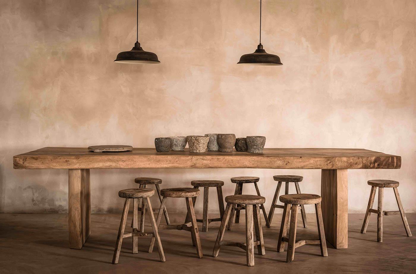 Duży rustykalny stół jadalnia