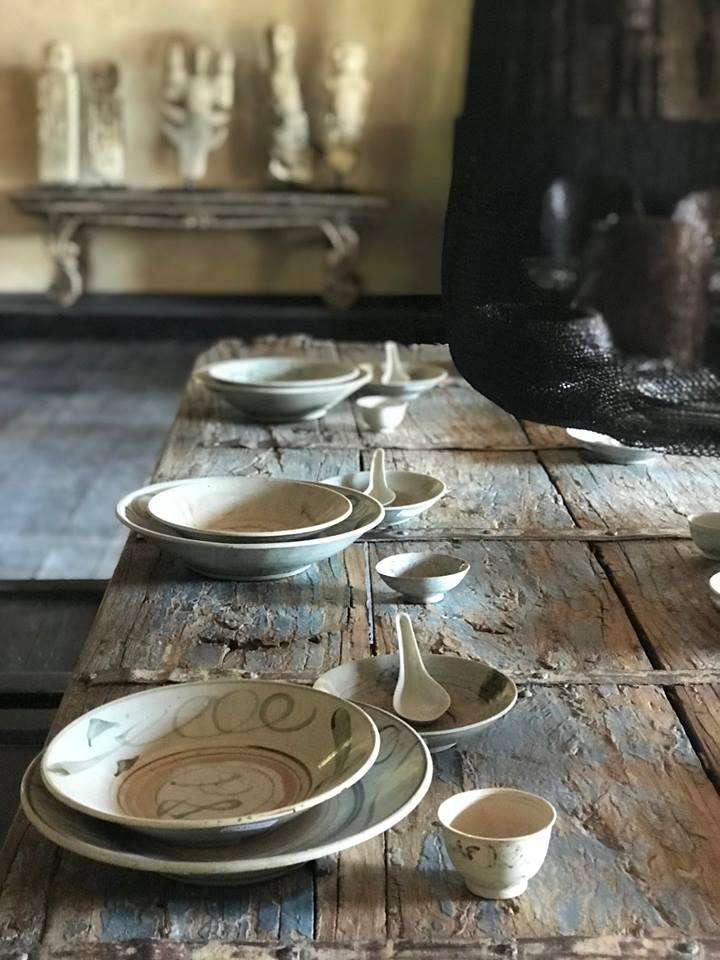 Drewniany wiekowy stół rustykalny