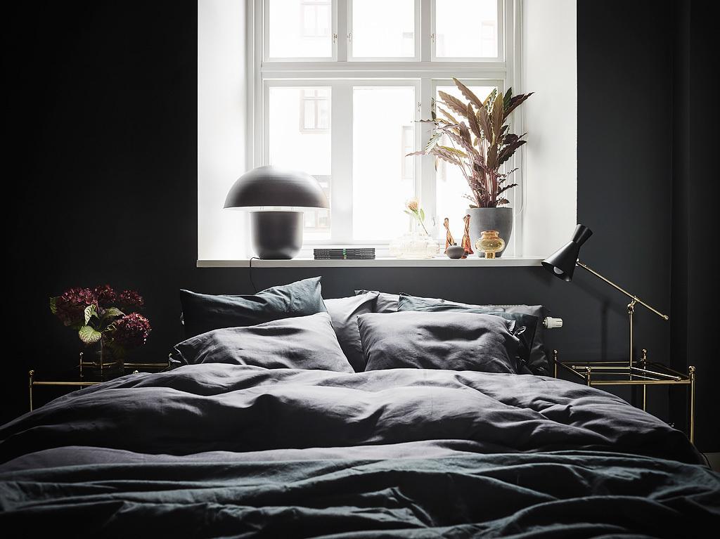 Ciemna sypialnia antracyt