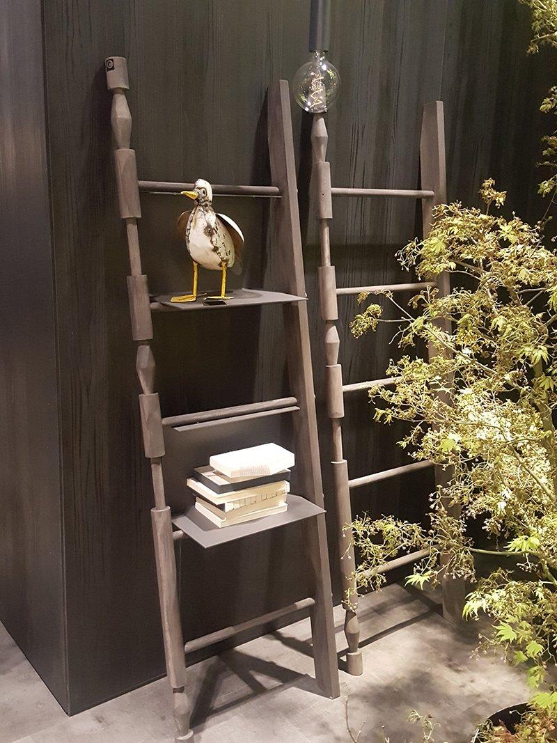 Drabina jako półka na książki