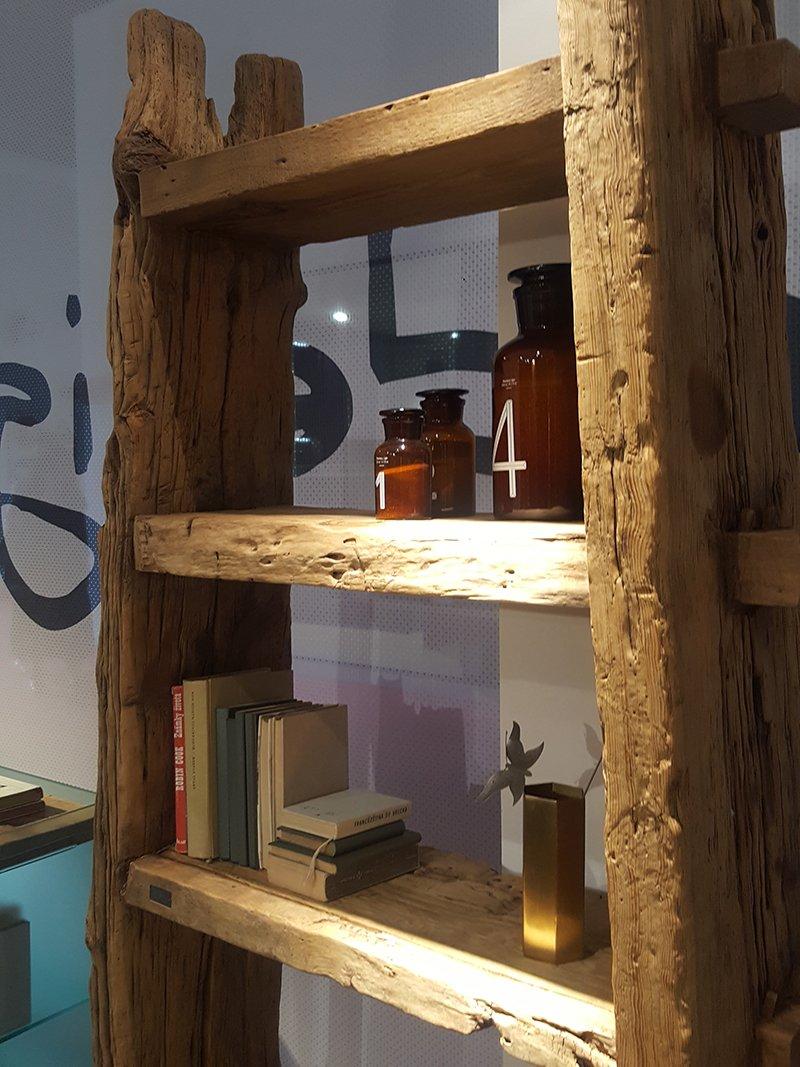 Rustykalna półka na książki