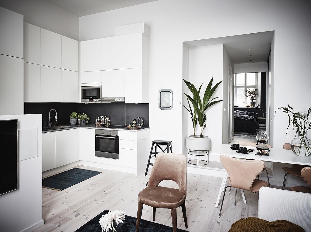 Aneks kuchenny ze ścianką działową oddzieloną od salonem