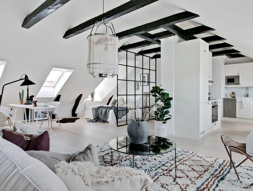 Nowoczesne mieszkanie na poddaszu z belkami stropowymi