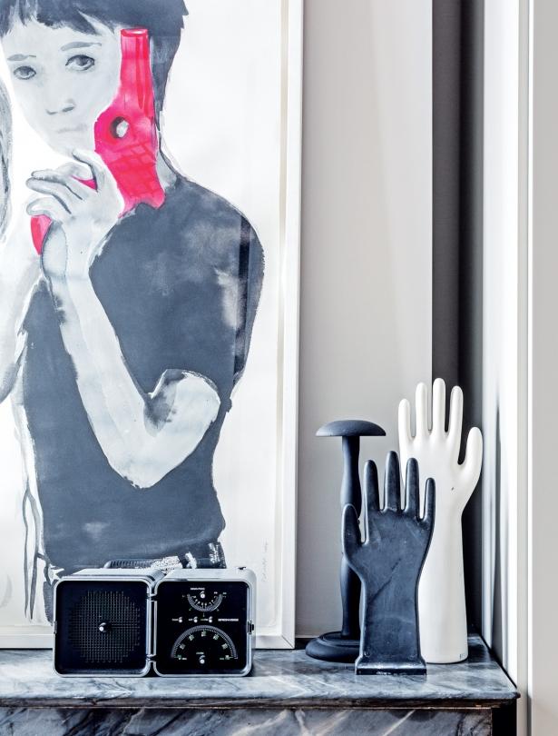 Współczesne figurki dekoracyjne na kominku
