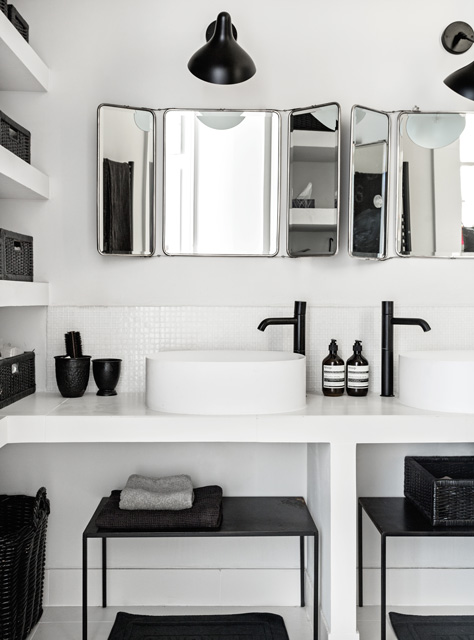 Czarno biała łazienka w stylu nowoczesnym