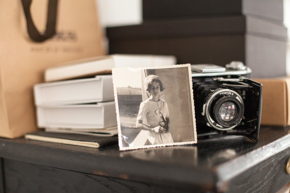 Stary aparat fotograficzny jako dekoracja