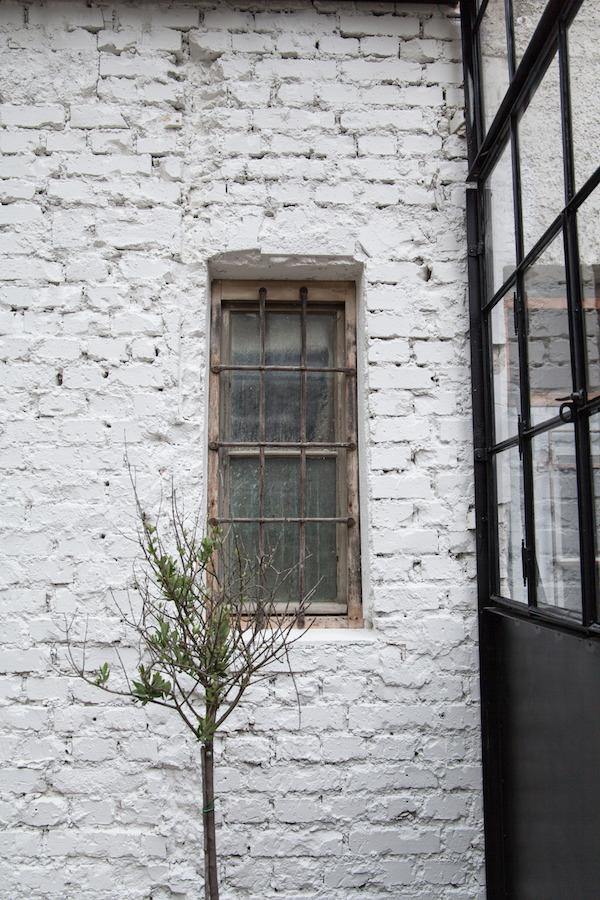 Biała cegła na elewacji domu
