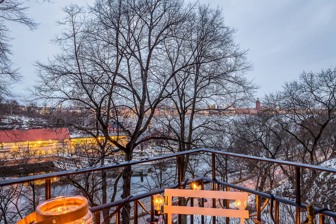 Widok z balkonu na rzekę
