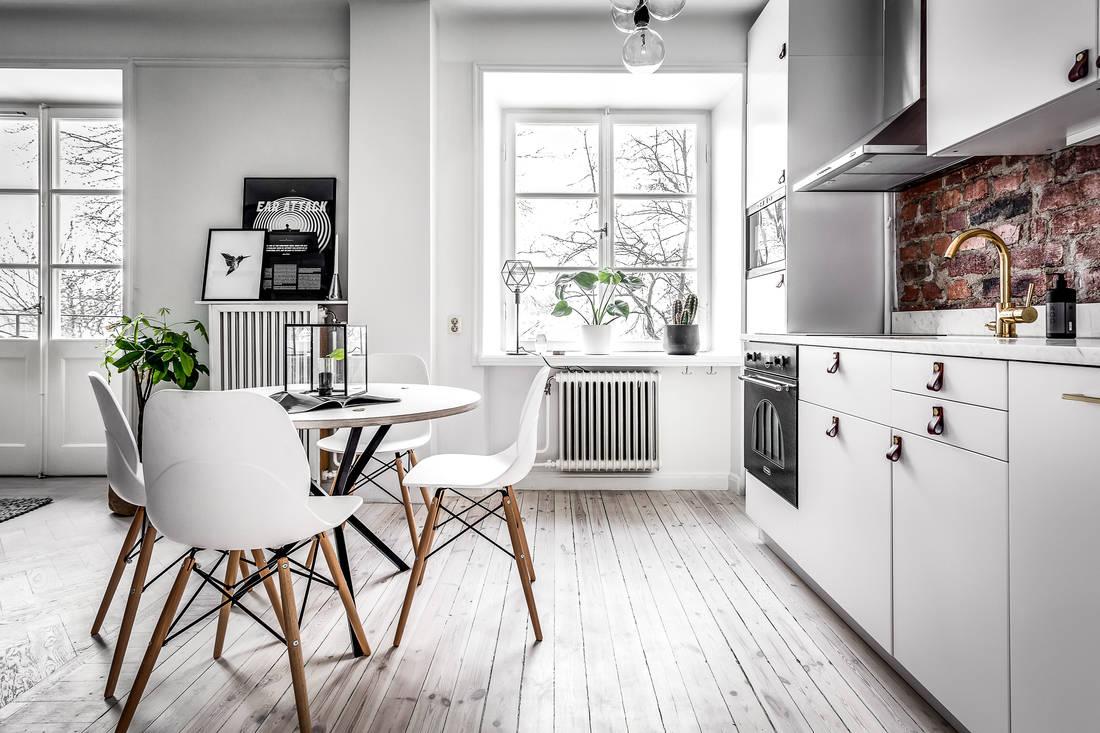 Aneks kuchenny z jadalnią i salonem