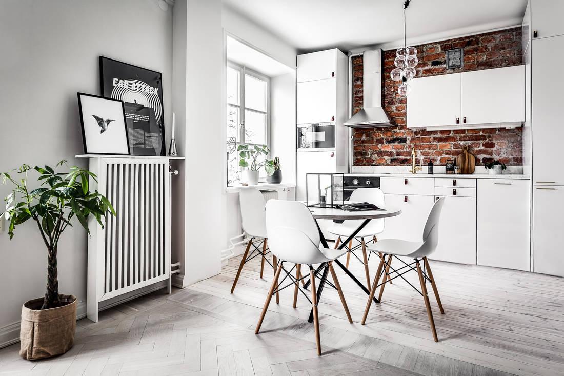Stara cegła na ścianie w kuchni