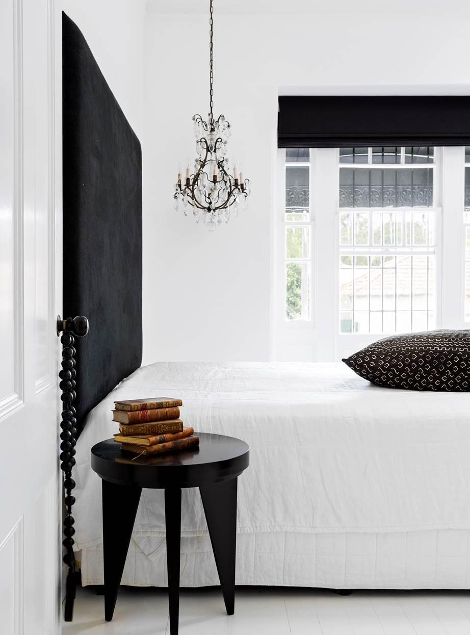 Elegancka czarno biała sypialnia