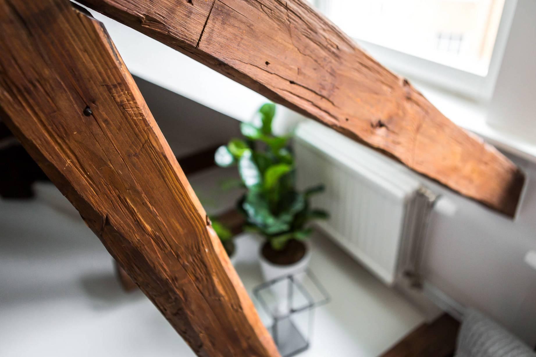 Stare drewniane belki stropowe
