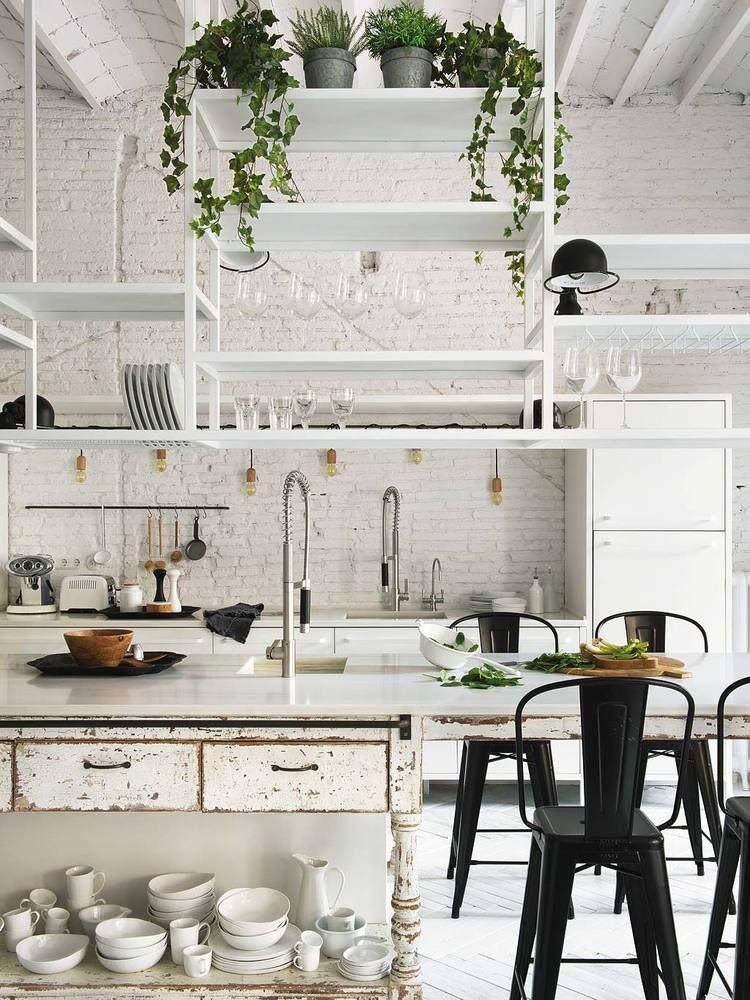 Biała cegła na ścianie w kuchni