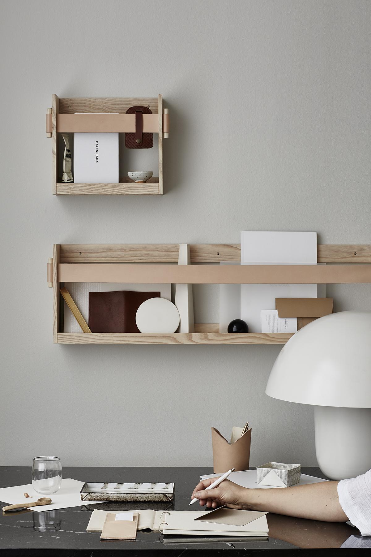 Półka nad biurko z drewna i skóry