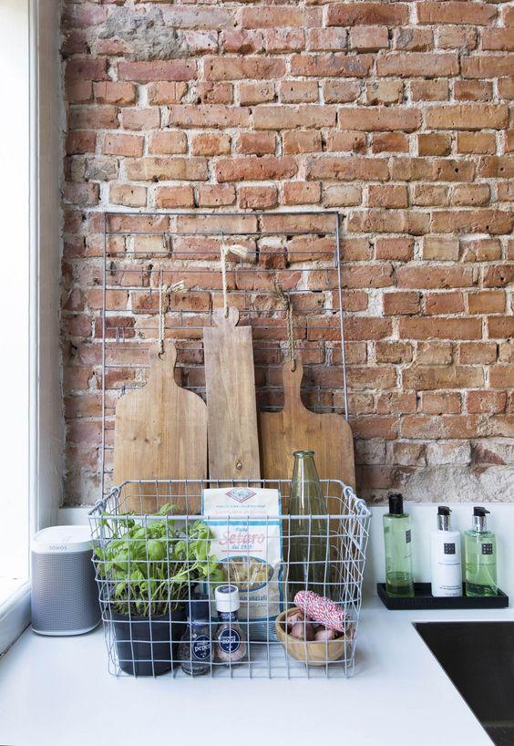 Cegła na ścianie w kuchni wątek krzyżykowy
