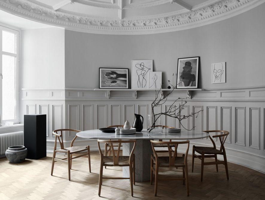 Współczesny dom w stylu francuskim, czyli sztukaterie, obrazy i design