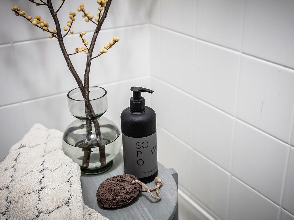 Czarno-biała łazienka dodatki