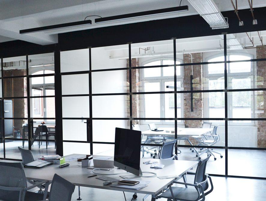 Industrialna szklana ściana