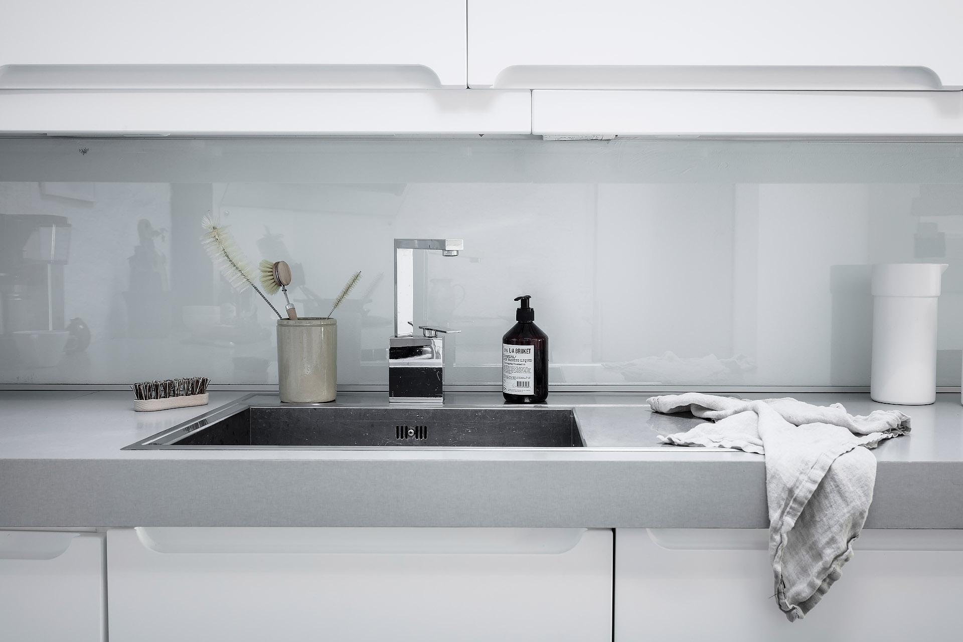 Nowoczesna kuchnia biało szara