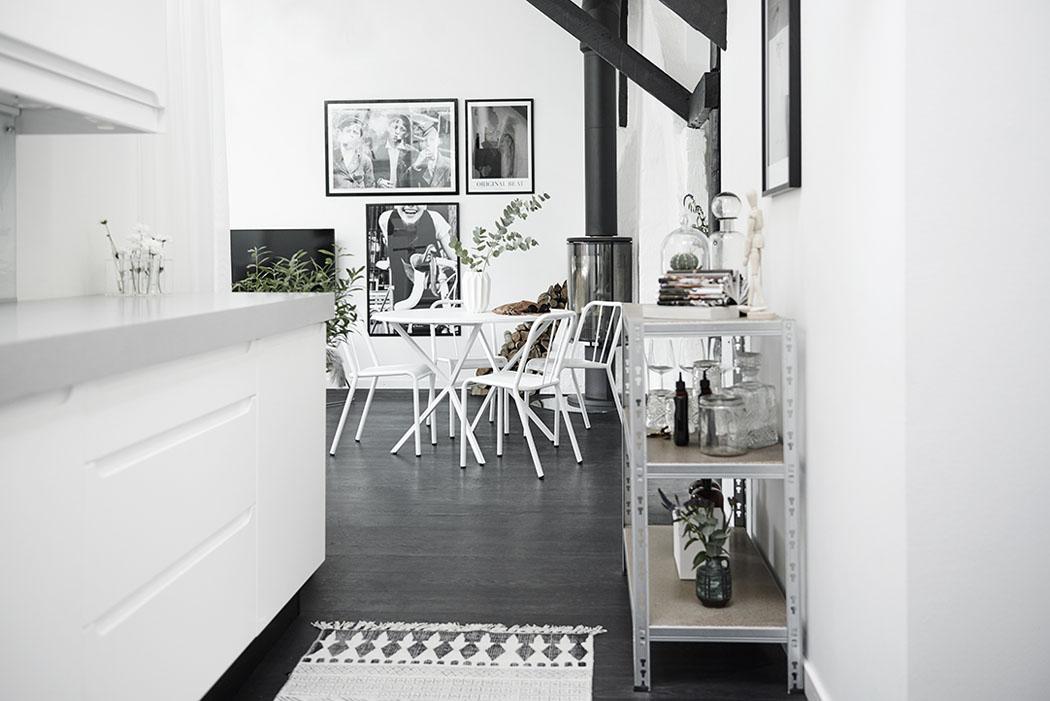 Loft z belkami stropowymi