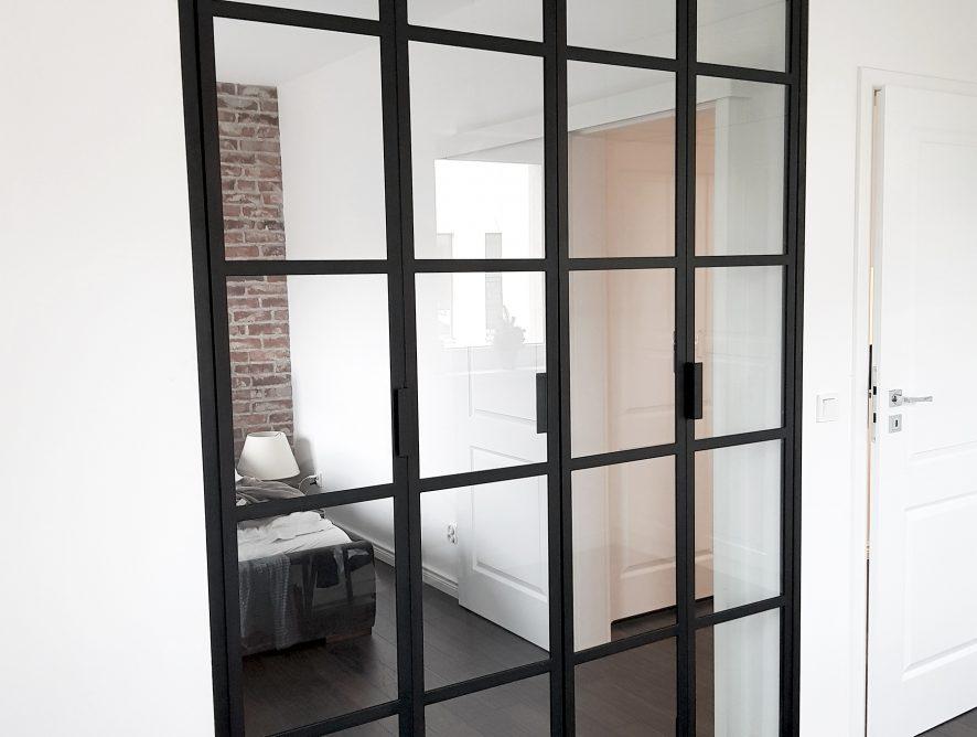 Szklana ściana sypialnia