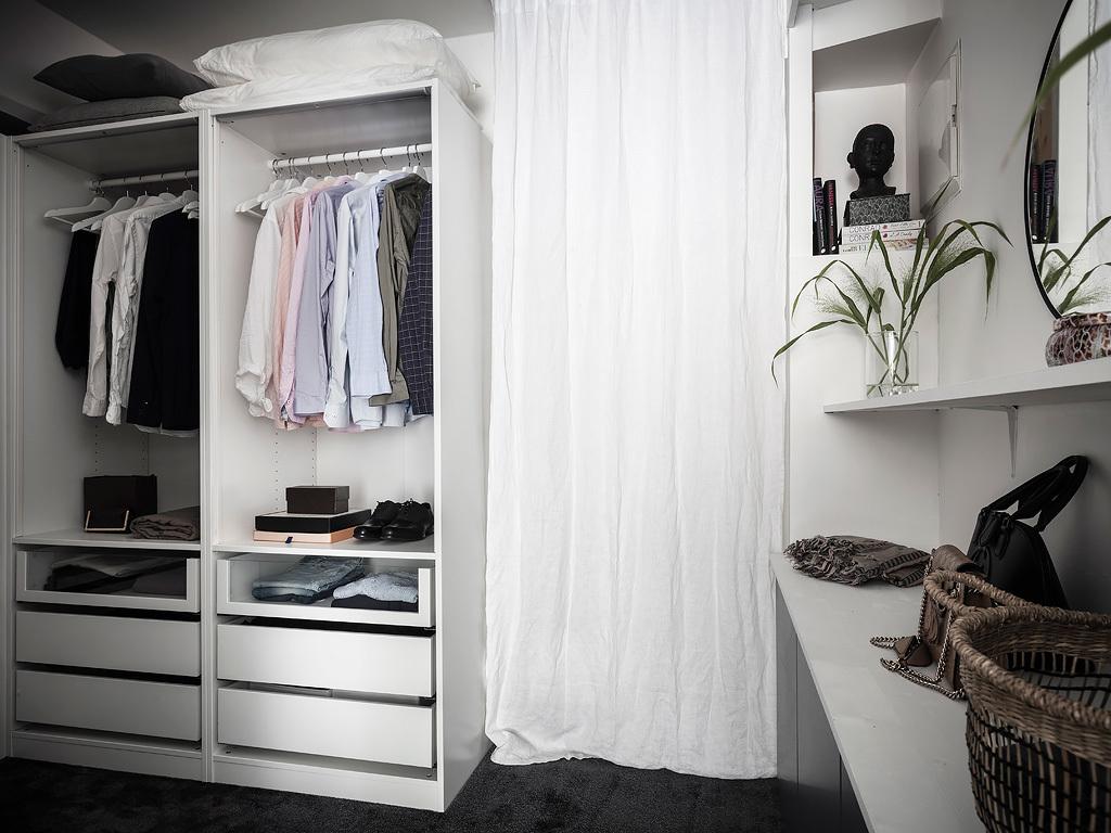 Garderoba wydzielona z sypialni