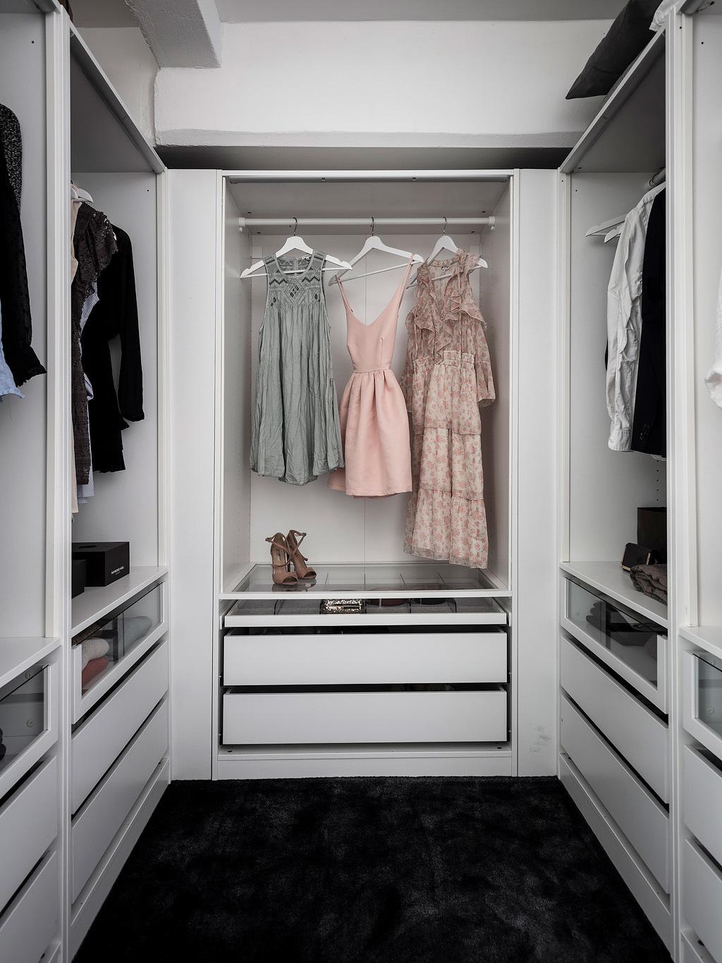 Garderoba na antresoli