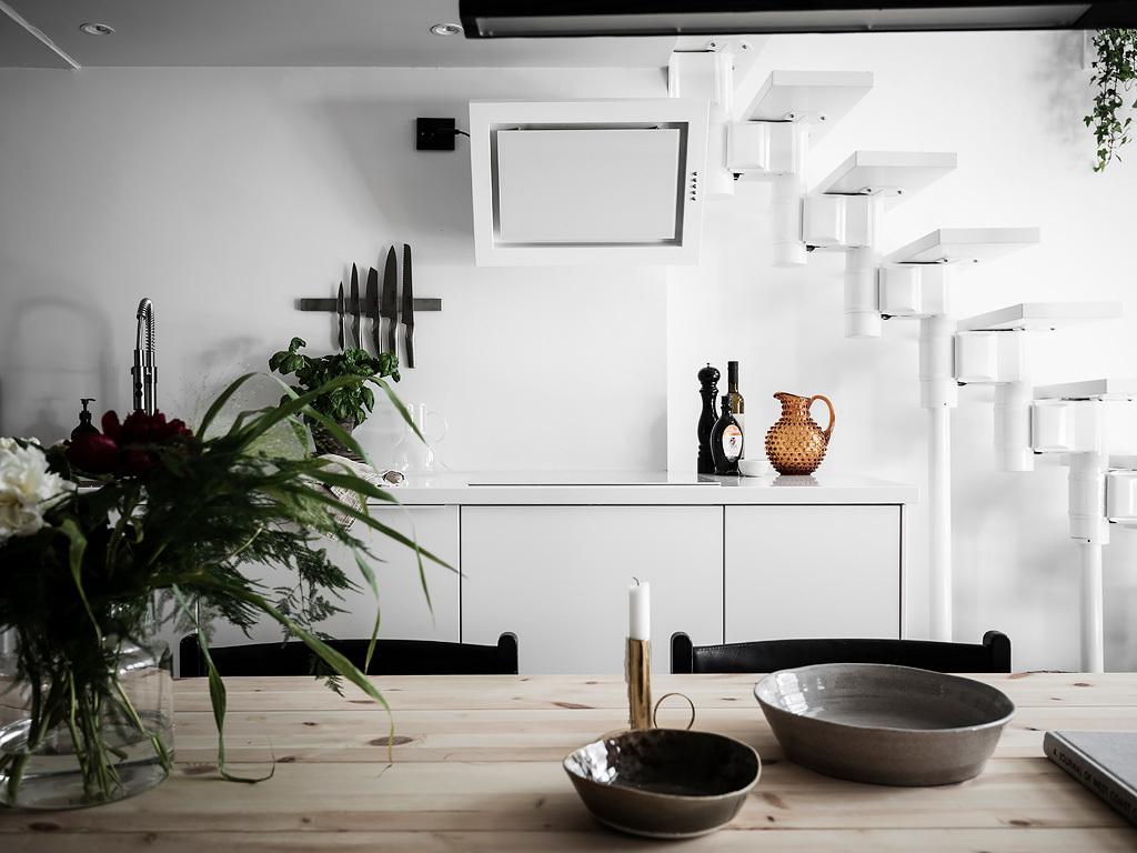 Biały okap w kuchni