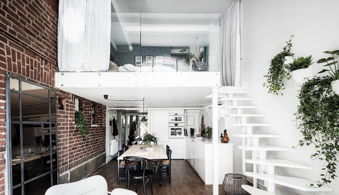 Loft z antresolą, cegłą i skandynawskim dizajnem