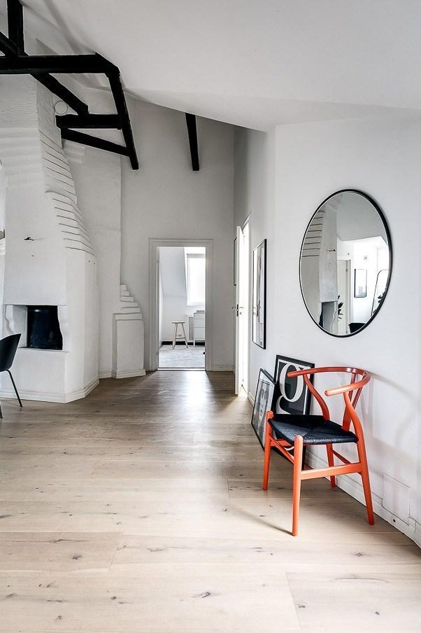 Skandynawskie mieszkanie z belkami stropowymi