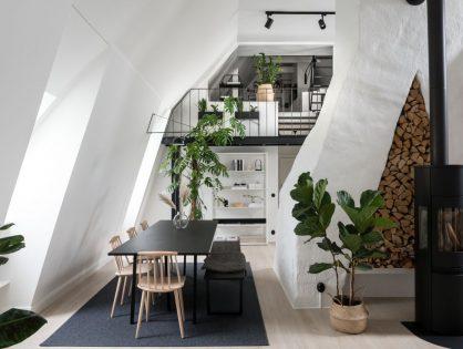 Trzypoziomowe skandynawskie mieszkanie ze skosami, antresolą i loftowymi drzwiami