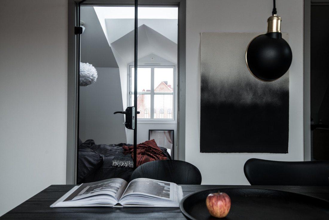 Sypialnia ze szklanymi drzwiami