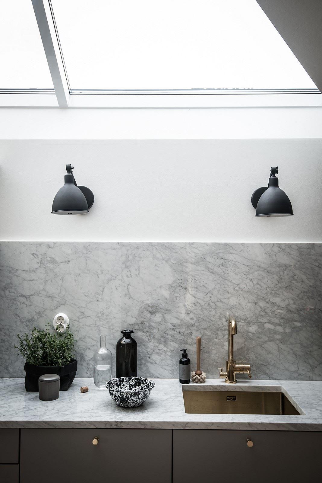 Okno w suficie w kuchni
