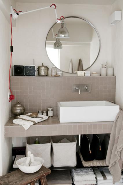 Biało beżowa łazienka