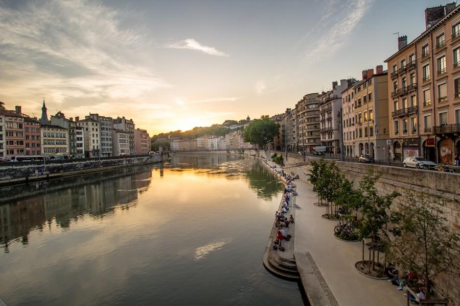 Widok z mieszkania na rzekę