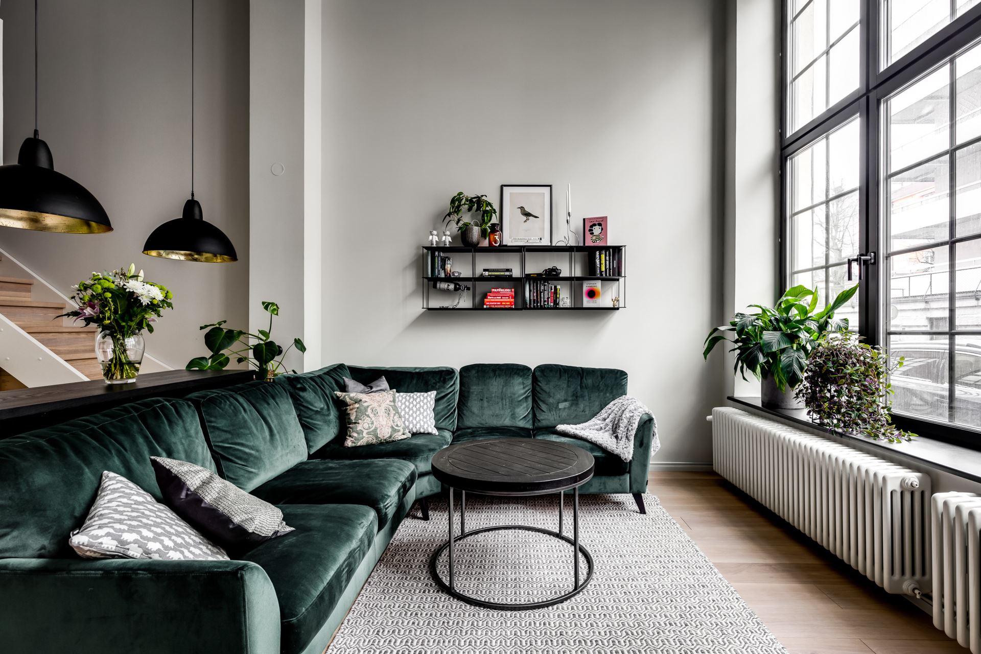Salon w stylu industrialnym glamour