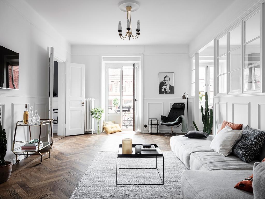 Duży elegancki salon w stylu francuskim i skandynawskim