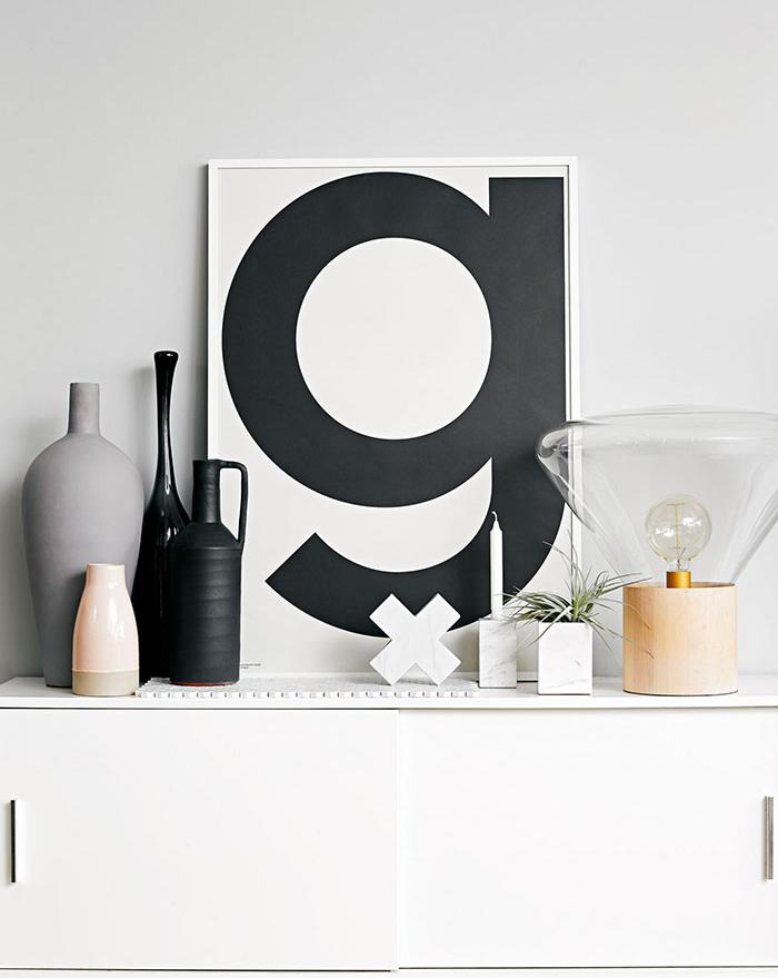 Czarne dekoracje na blacie