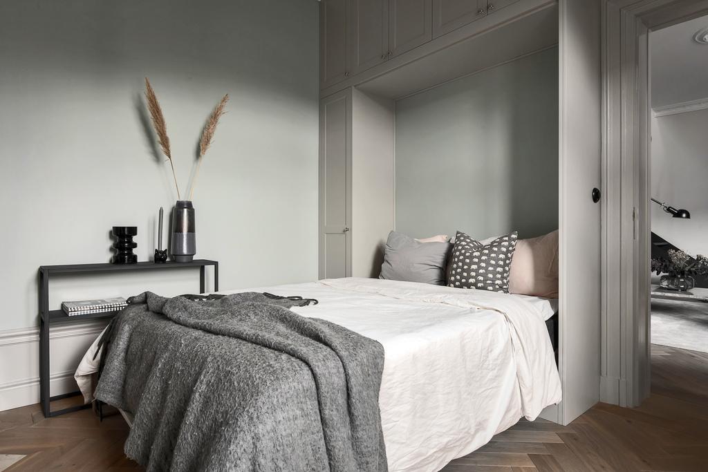 Łóżko wyciągane z szafy