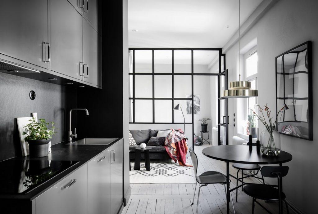 Mieszkanie ze szklaną ścianą działową