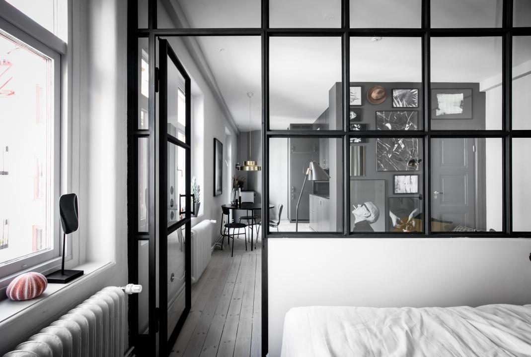 szklana sciana w sypialni