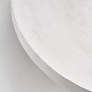 Stolik z białym blatem