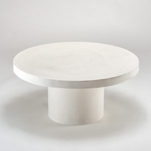 Biały stolik na jednej nodze